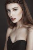 Ritratto di bella donna di modo sulla natura Modo puro di bellezza Fotografia Stock
