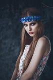 Ritratto di bella donna di modo sulla natura Modo puro di bellezza Fotografie Stock