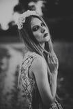 Ritratto di bella donna di modo sulla natura Modo puro di bellezza Fotografia Stock Libera da Diritti