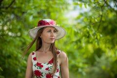 Ritratto di bella donna elegante fotografia stock libera da diritti