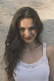 Ritratto di bella donna sensuale con l'acconciatura elegante Immagini Stock