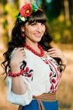 Ritratto di bella donna ucraina all'aperto Immagine Stock