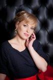 Ritratto di bella donna in vestito nero Fotografia Stock