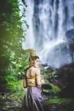 Ritratto di bella donna in vestito tradizionale tailandese, Kinnara Immagini Stock Libere da Diritti