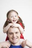 Ritratto di bella famiglia: padre e figlia fotografie stock