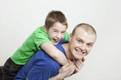 Ritratto di bella famiglia: padre e figlio Fotografia Stock