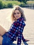 Ritratto di bella giovane bionda fotografia stock libera da diritti