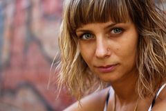 Ritratto di bella giovane donna Fotografie Stock Libere da Diritti