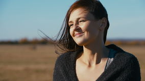 Ritratto di bella giovane donna video d archivio