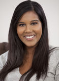 Ritratto di bella giovane donna asiatica indiana Immagine Stock Libera da Diritti