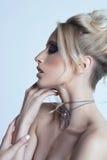 Ritratto di bella giovane donna bionda Immagini Stock