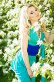 Ritratto di bella giovane donna bionda con capelli lunghi Fotografia Stock