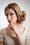 Ritratto di bella giovane donna bionda della sposa Fotografie Stock