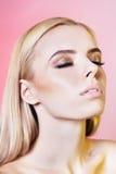 Ritratto di bella giovane donna con capelli biondi Immagine Stock Libera da Diritti