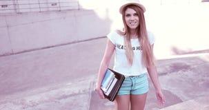 Ritratto di bella giovane donna con i libri Fotografia Stock
