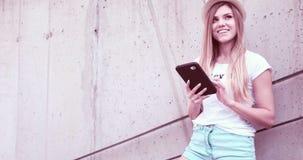 Ritratto di bella giovane donna con i libri Fotografie Stock Libere da Diritti