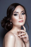 Ritratto di bella giovane donna con il fronte pulito Fotografie Stock Libere da Diritti