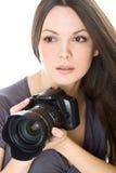 Ritratto di bella giovane donna con la macchina fotografica Immagine Stock