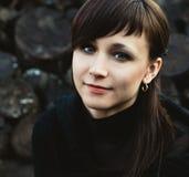 Ritratto di bella giovane donna esterna Fotografia Stock Libera da Diritti