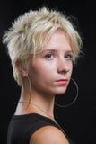 Ritratto di bella giovane donna sexy su priorità bassa nera Fotografie Stock Libere da Diritti