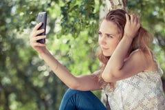 Ritratto di bella giovane ragazza felice all'aperto Fotografia Stock Libera da Diritti