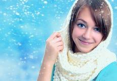 Ritratto di bella giovane ragazza sorridente Immagini Stock