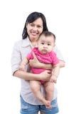 Ritratto di bella mamma con i suoi 6 mesi del bambino Fotografie Stock