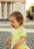 Ritratto di bella neonata sorridente Immagine Stock