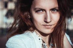 Ritratto di bella ragazza alla moda Fotografie Stock Libere da Diritti