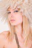 Ritratto di bella ragazza in cappello simile a pelliccia Fotografia Stock