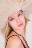 Ritratto di bella ragazza caucasica in cappello simile a pelliccia Fotografie Stock Libere da Diritti