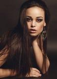 Ritratto di bella ragazza con capelli scuri Fotografia Stock Libera da Diritti