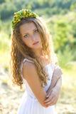 Ritratto di bella ragazza con il cerchio sulla testa Immagini Stock