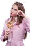 Ritratto di bella ragazza con il grande lollipop Fotografia Stock Libera da Diritti