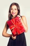 Ritratto di bella ragazza con il regalo Fotografia Stock Libera da Diritti