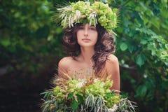 Ritratto di bella ragazza con un mazzo Fotografia Stock Libera da Diritti