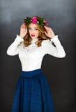 Ritratto di bella ragazza giallo-dai capelli affascinante sensuale dentro Fotografie Stock