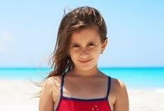 Ritratto di bella ragazza nella spiaggia Fotografia Stock Libera da Diritti