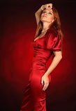Ritratto di bella ragazza sexy che porta il vestito rosso da natale immagine stock