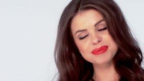 Ritratto di bella ragazza sorridente archivi video