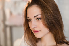 Ritratto di bella ragazza, stile di vita, capelli, trucco Fotografie Stock