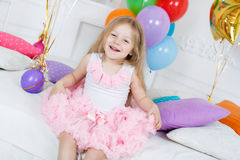 Ritratto di bella ragazza sul vostro compleanno Immagini Stock Libere da Diritti