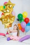 Ritratto di bella ragazza sul vostro compleanno Fotografie Stock Libere da Diritti