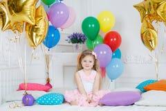 Ritratto di bella ragazza sul vostro compleanno Fotografia Stock