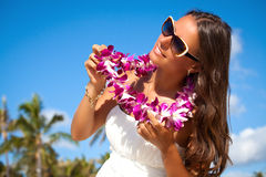 Ritratto di bella ragazza sulla spiaggia Immagini Stock