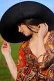 Ritratto di bella ragazza in un campo Fotografia Stock Libera da Diritti
