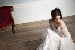 Ritratto di bella seduta della sposa Immagine Stock