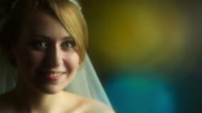 Ritratto di bella sposa stock footage
