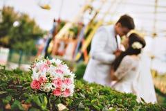 Ritratto di belle giovani coppie di cerimonia nuziale Fotografia Stock