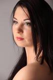 Ritratto di bellezza con bei capelli lunghi marroni luminosi isolati Fotografie Stock Libere da Diritti